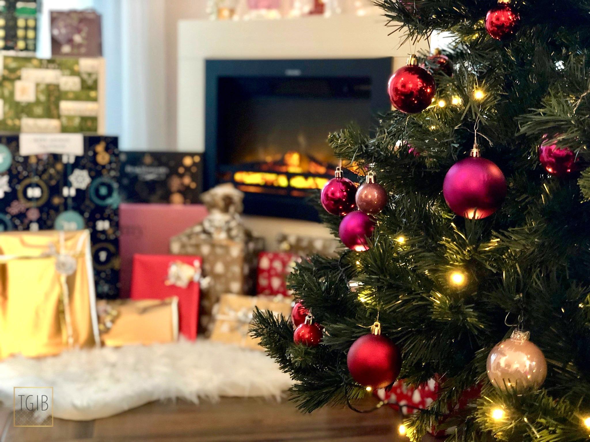 kerstboom bij open haard, Christmas tree at fireplace