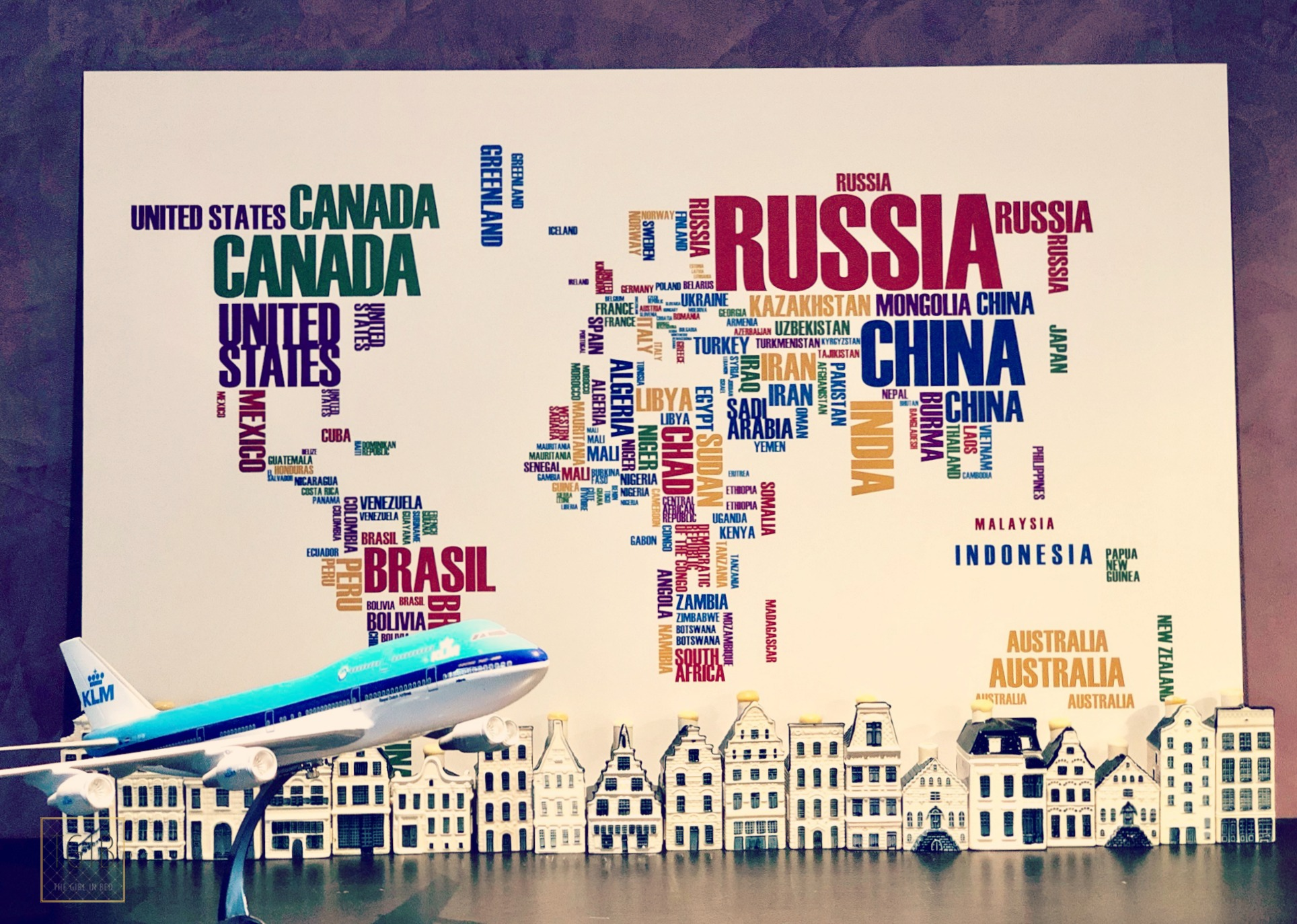 wereldkaart klm vliegtuig en klm huisjes