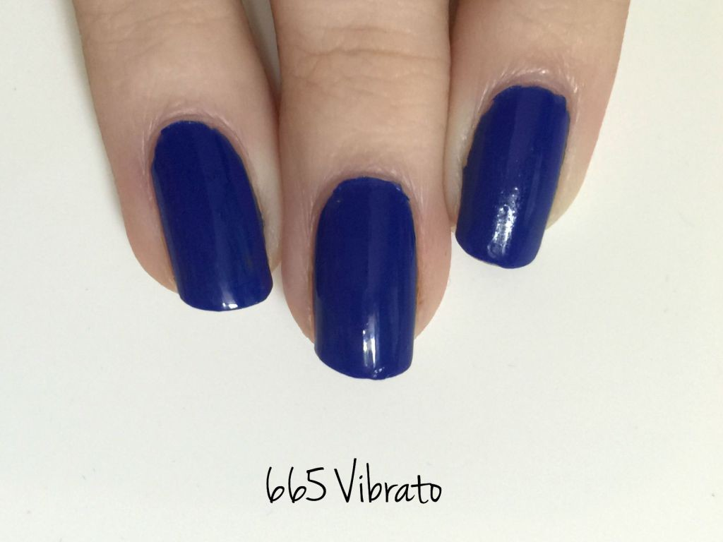 chanel-blue-rhythm-nagellak-swatches - notw chanel vibrato
