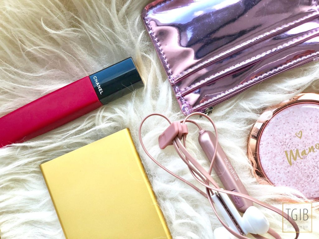 secrid, wireless EarPods, lipgloss and creditcard holder