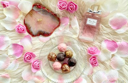 3 Valentijnsdag Cadeautips chocolate, necklace and perfume